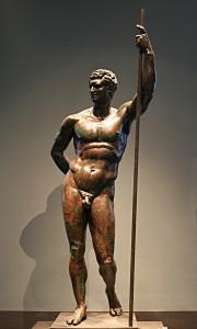 "Statue de ""prince séleucide"" (?) en attitude héroïque; Roma, Museo di Palazzo Massimo - CC Wikimedia Commons"